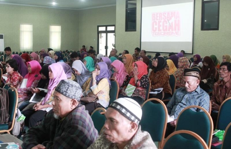 Seminar Pencegahan Radikalisme Ekstremisme dan Terorisme serta optimalisasi peran perempuan 7