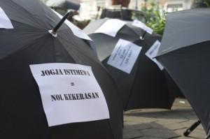 Jaringan Perempuan Yogyakarta (JPY) melakukan aksi bersama di Polda DIY