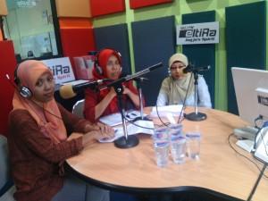 Mbak Supartinah bersama mbak Septi dan mbak Umi talkshow di Eltira