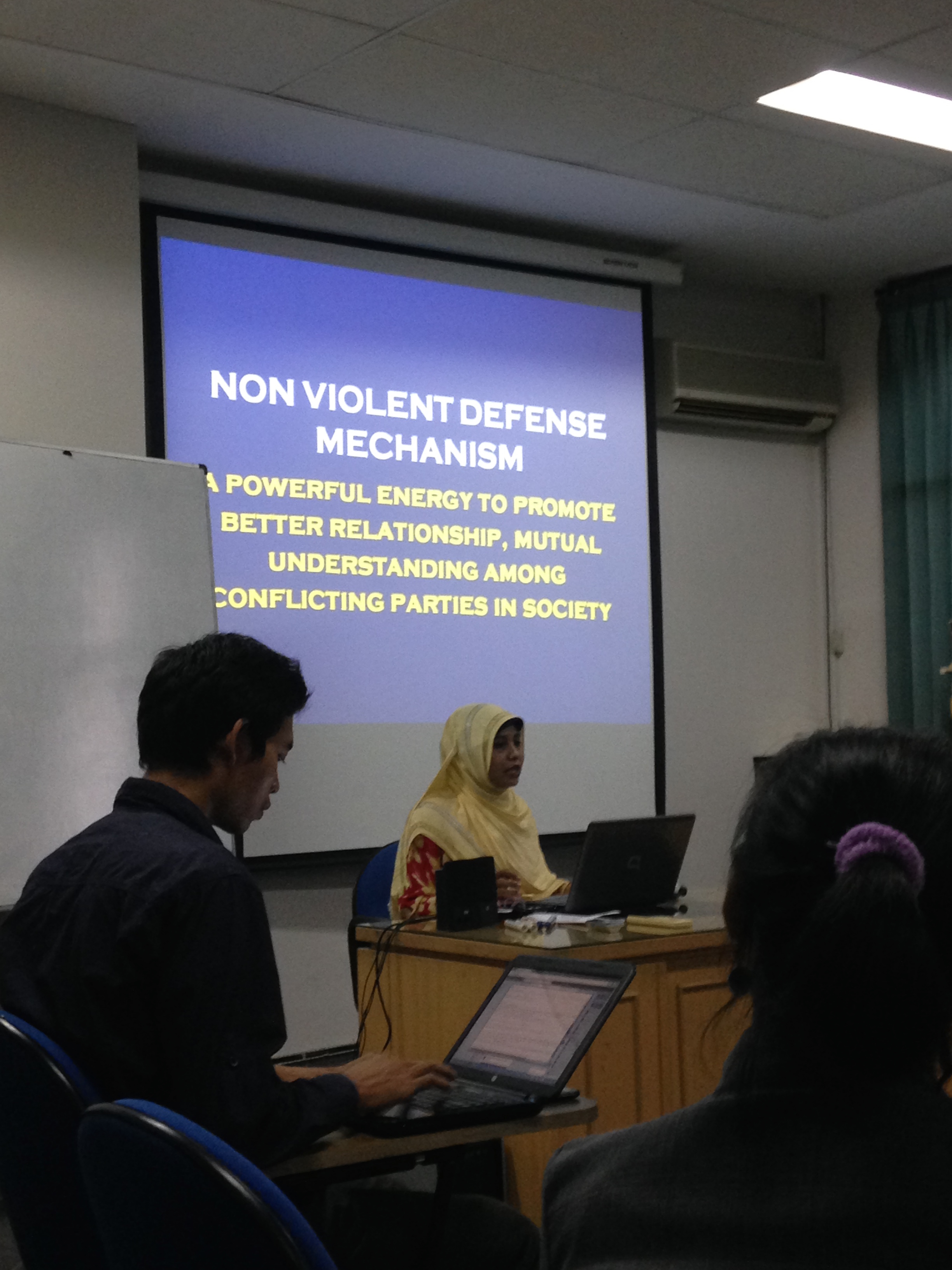 Diskusi Perempuan Ahmadi ft Sophia Mitra Wacana