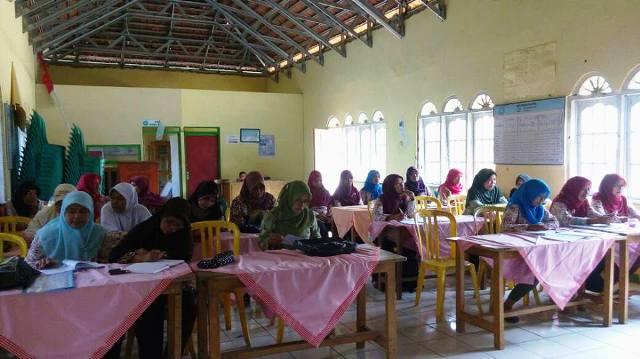 Organisasi Perempuan Merayakan Hari Kartini di Boldolharjo ft Dewi Wulan