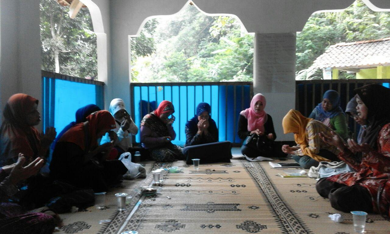 Pertemuan Rutin P3A Anggun Rejo ft Fatimah