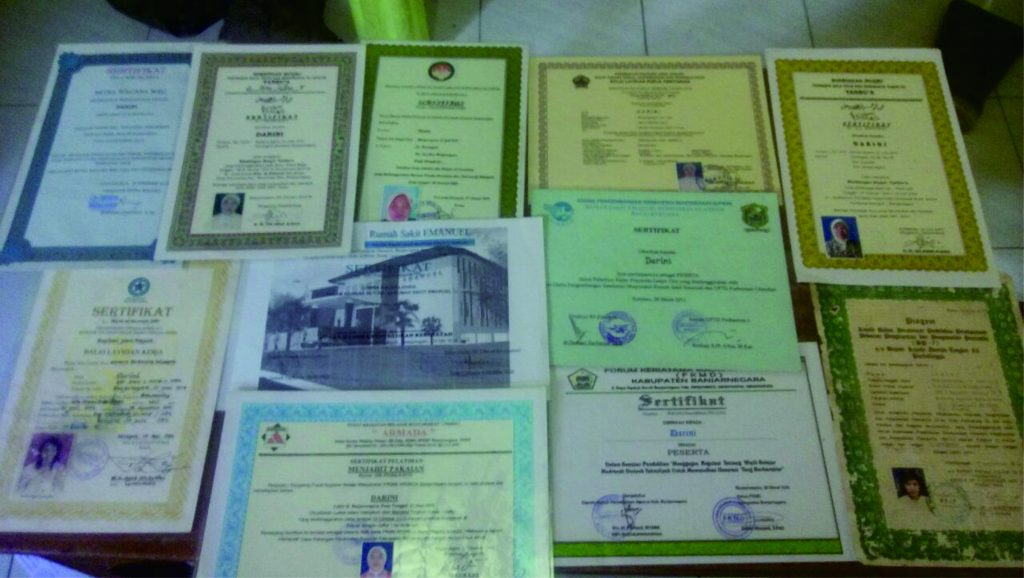 Ijazah dan sertifikat milik Darini