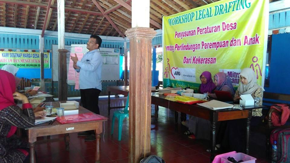 Workshop Legal Drafting Desa Berta, Kecamatan Susukan, Kabupaten Banjarnegara. Foto Mutoharoh