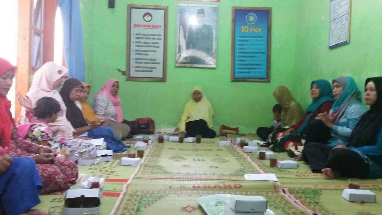 Pertemuan rutin P3A Putri Pertiwi Nomporejo Kulonprogo. Foto: Astri