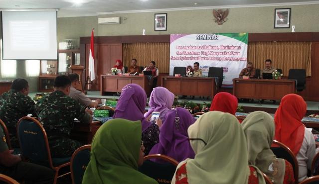 Seminar Pencegahan Radikalisme Ekstremisme dan Terorisme serta optimalisasi peran perempuan. Foto 1 Tnt