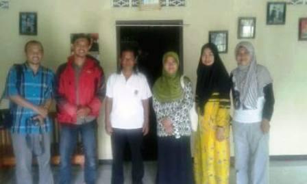 Bersama Kepala Desa Berta Warto (tiga dari kiri), Susukan, Banjarnegara