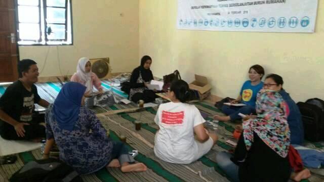 workshop penyusunan policy brief jaringan perempuan yogyakarta ft Astriani