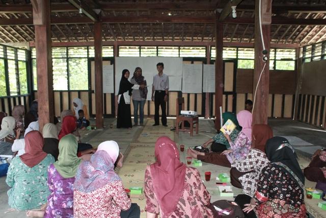 Pelatihan Organisasi bagi perempuan di Kulon progo ft waton