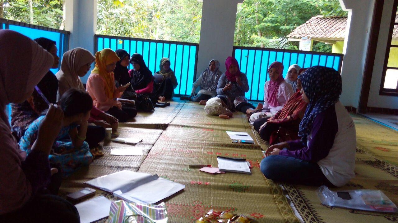 Pertemuan P3A Anggun Rejo Desa Kalirejo, Kokap Kulon Progo. Foto Erna N