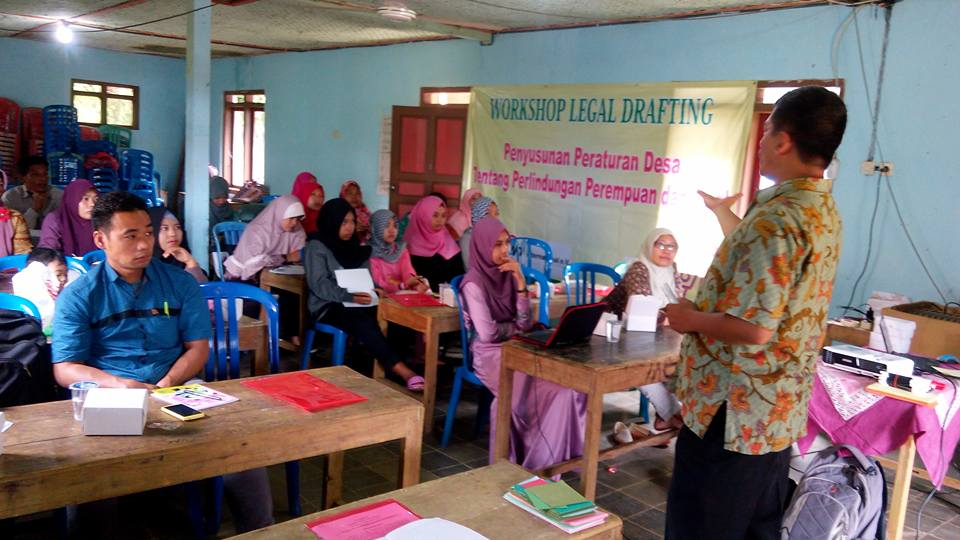 Pelatihan penyusunan peraturan desa pencegahan kekerasan seksual terhadap perempuan dan anak di Banjarnegara. Foto oleh Septy W