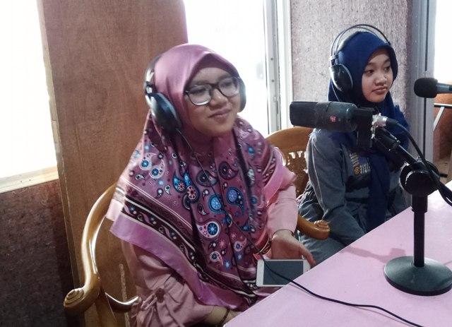 Talkshow Radio Kartika Indah Suara. Foto: Mendem