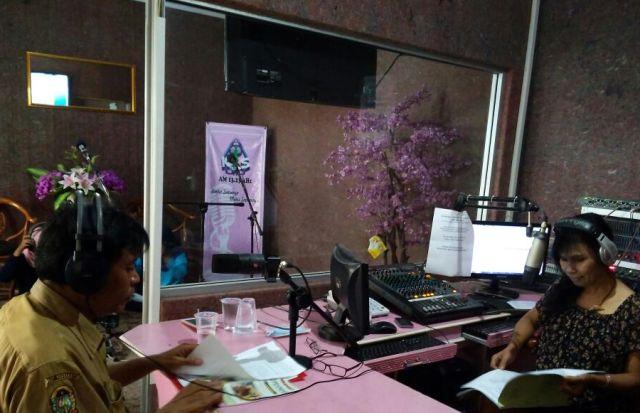 Talkshow di radio kartika indah suara joga bersama drg. Arif