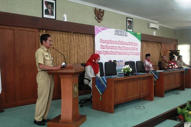 Seminar Pencegahan Radikalisme Ekstremisme dan Terorisme serta optimalisasi peran perempuan. Foto 2 Tnt