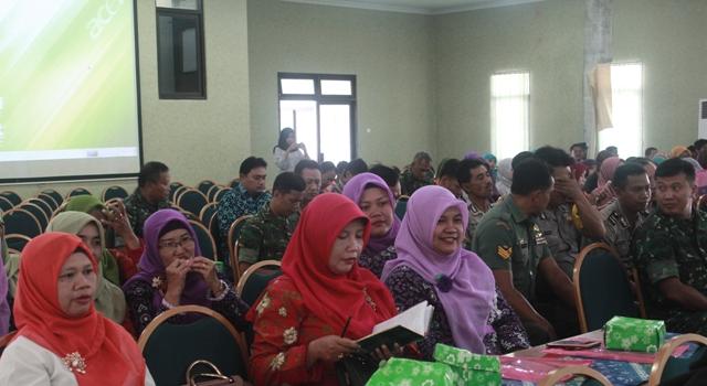Seminar Pencegahan Radikalisme Ekstremisme dan Terorisme serta optimalisasi peran perempuan. Foto 3 Tnt