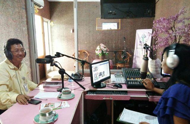 Komisioner komisi informasi daerah DIY dalam acara talkshow