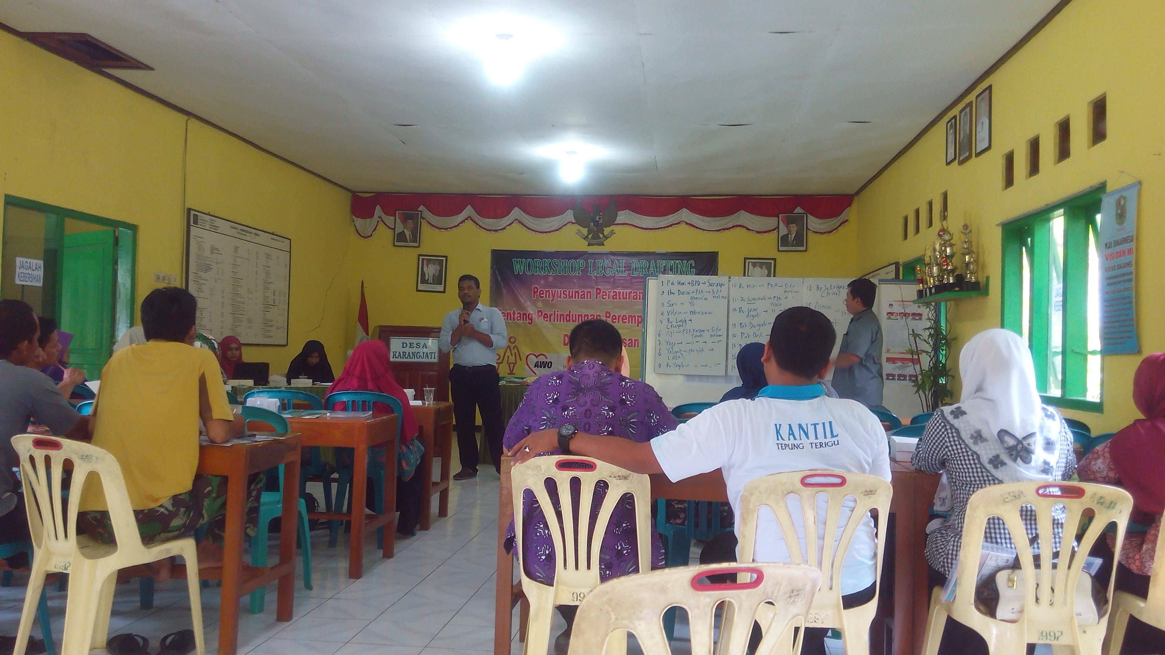Suasana pelatihan legal drafting di Balaidesa Karangjati Banjarnegara