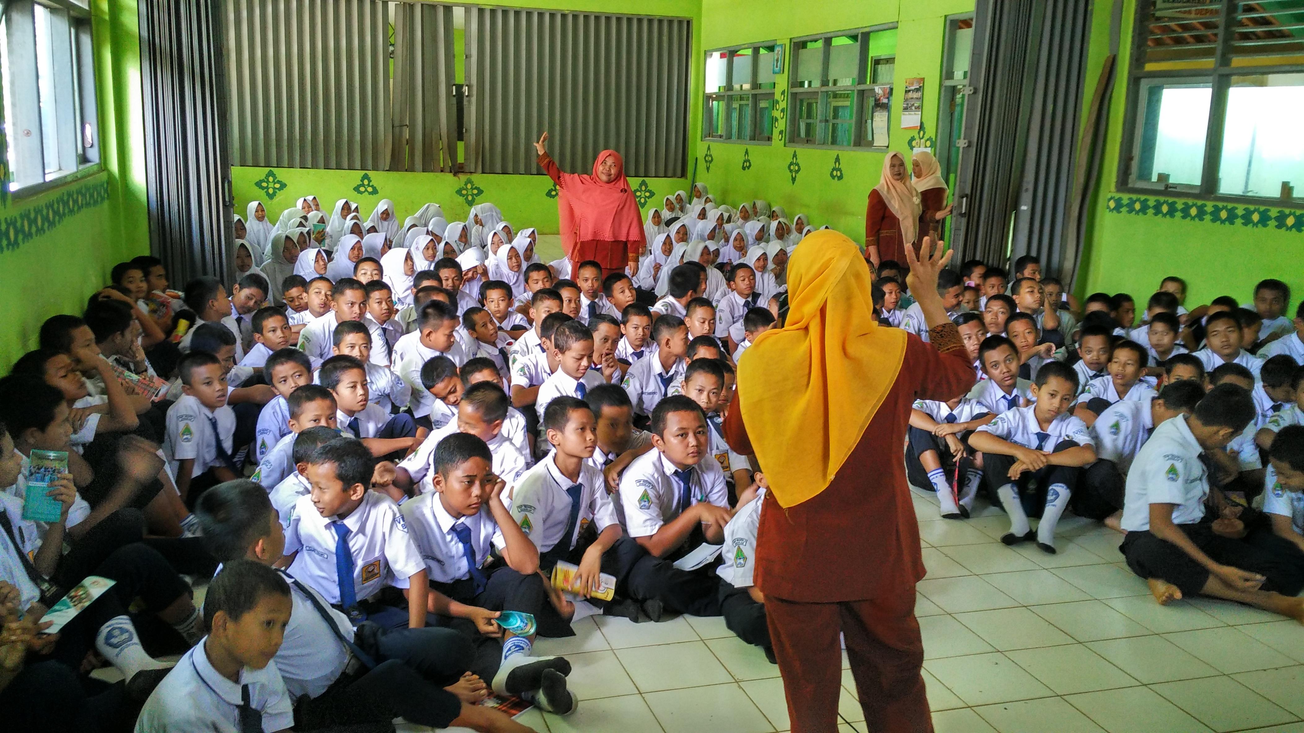 Suasana sosialisasi di SMP Susukan Banjarnegara
